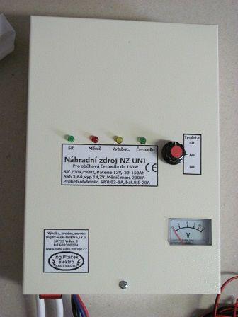 NZ UNI Z - Závěsný záložní, náhradní zdroj UPS pro oběhová čerpadla s voltmetrem, ptáček